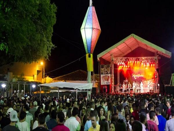 Praça Santo Antonio lotada durante os festejos ao padroeiro da cidade Santo Antonio. Foto: Luiz Carlos Marques Cardoso
